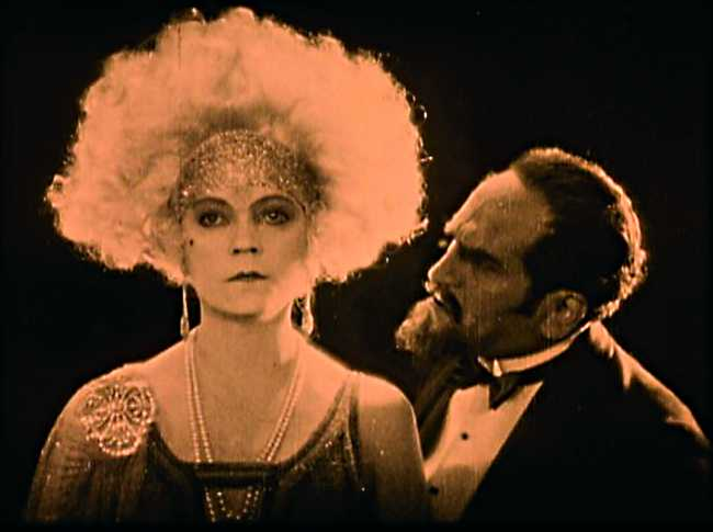 Asta Nielsen in Die Freudlose Gasse (1925)