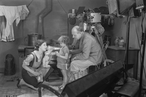 Elissa Landi, Anita Hugo, Gustaf Molander and Julius Jaenzon during the shooting of Synd (1928) Svenska Filminstitutet, Stockholm ©1928 AB Svensk Filmindustri. All rights reserved.