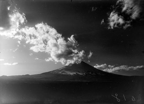 The Movement of Clouds around Mount Fuji (1929-1938)