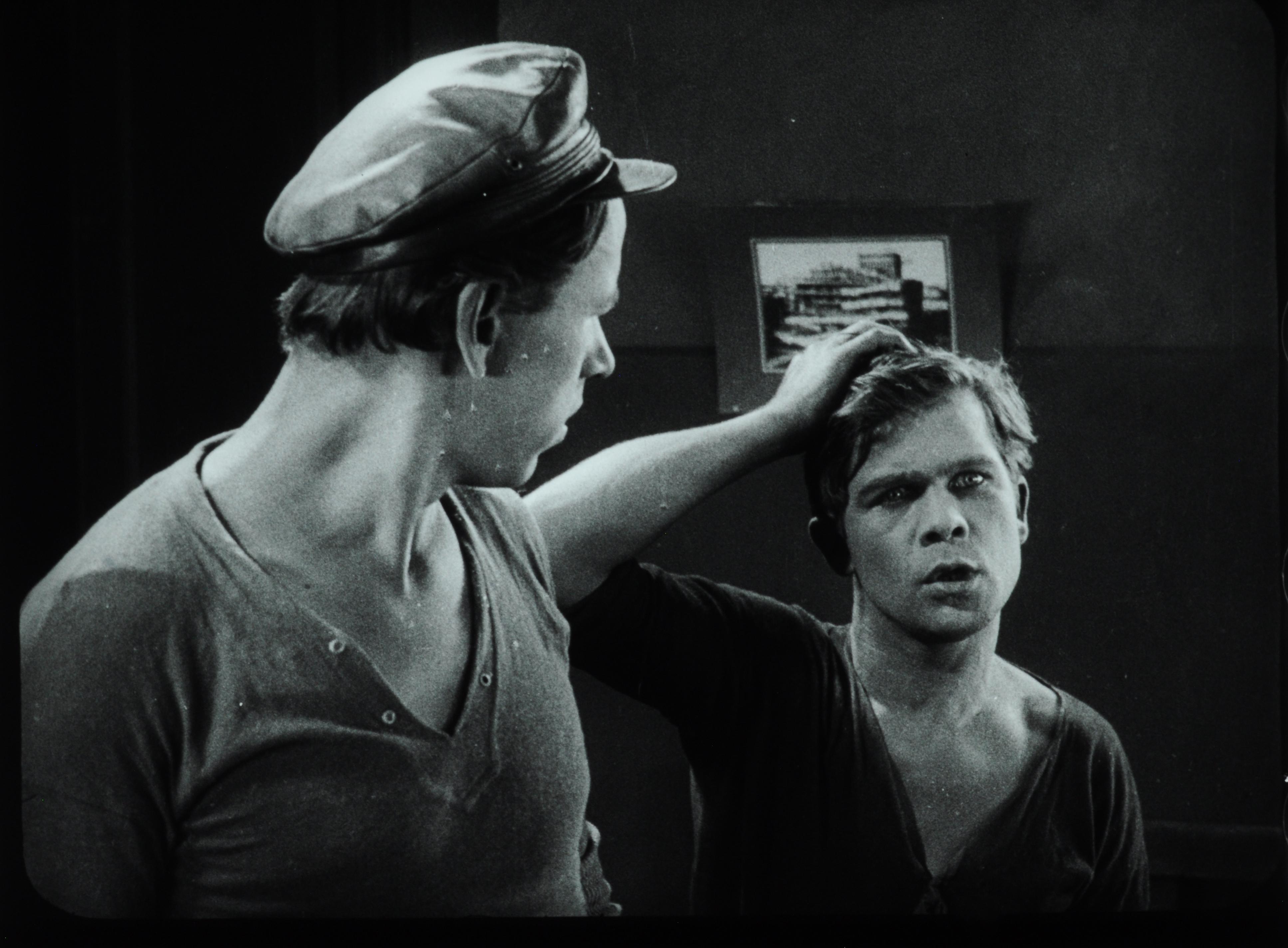 soviet cinema silent london dva druga model i podruga kanitel s mashinkoi neobychainye prikliucheniia akhova i makhova