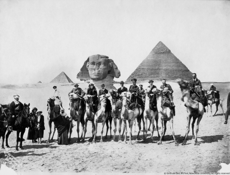 gertrude-bell-seated-between-winston-churchill-and-t-e-lawrence-cairo-conference-1921-02