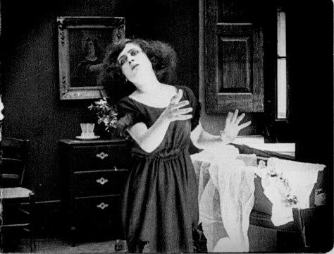 Rosè Angione as Nanninella in A Santanotte (Elvira Notari, 1922)