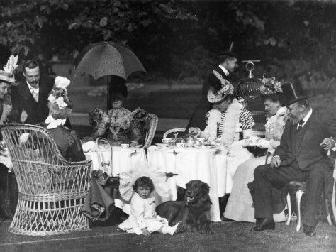 great-victorian-moving-picture-show-1898-003-afternoon-tea-at-clarence-house