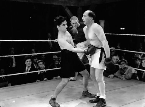 Charlie Chaplin and Hank Mann in City Lights (1931)