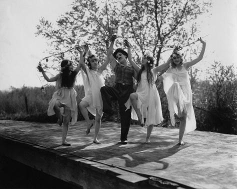 Charlie Chaplin in Sunnyside (1919)