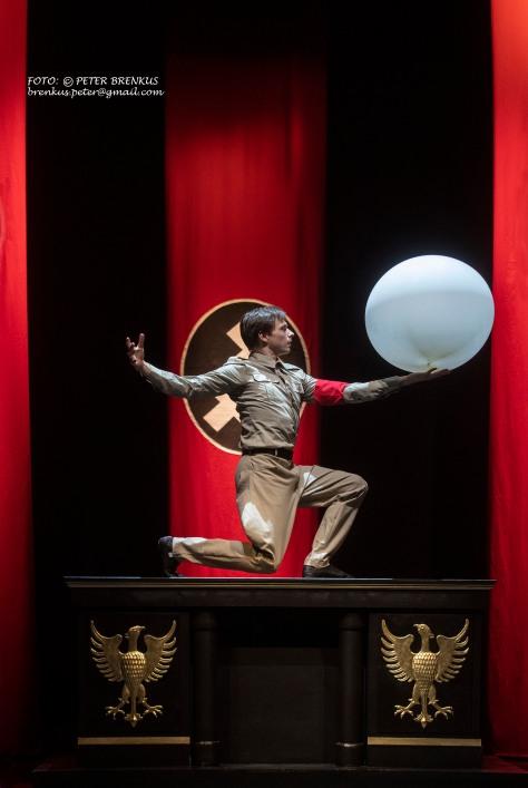 Chaplin The Ballet 4 credit Peter Brenkus.jpg